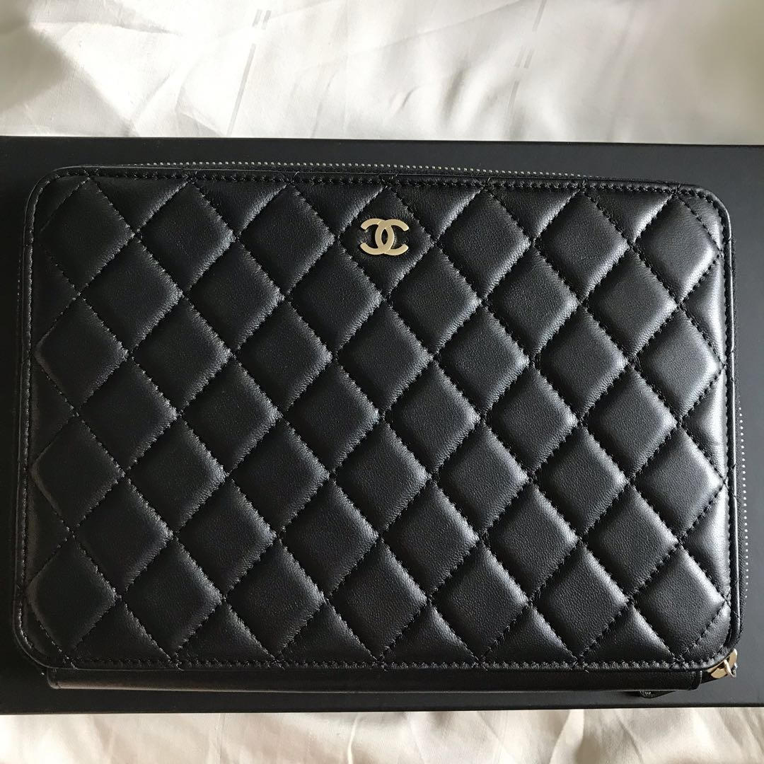 a4ecad1098c4bb Chanel Clutch Bag Luxury Bags Wallets Clutches On Carou