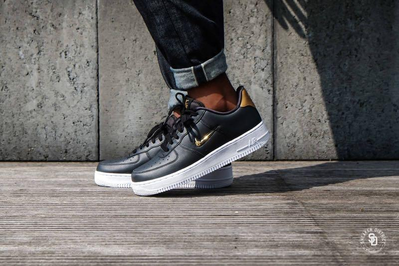 nike air force 1 lv8 gold