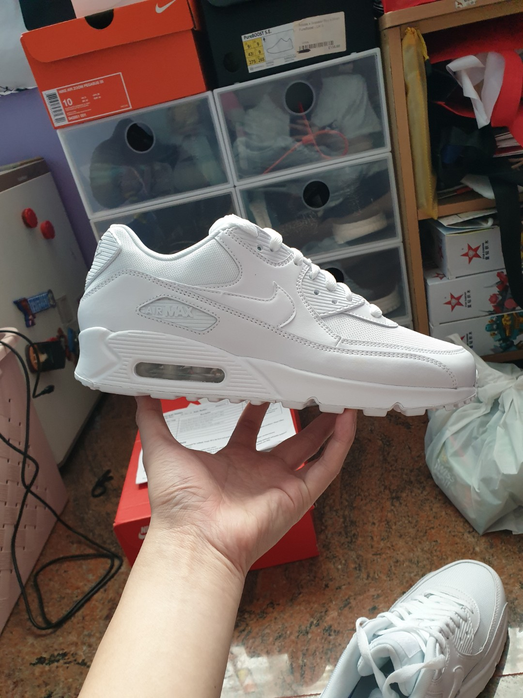 the best attitude bfdab 375f3 Nike Air Max 90 Essential Trainers (White)
