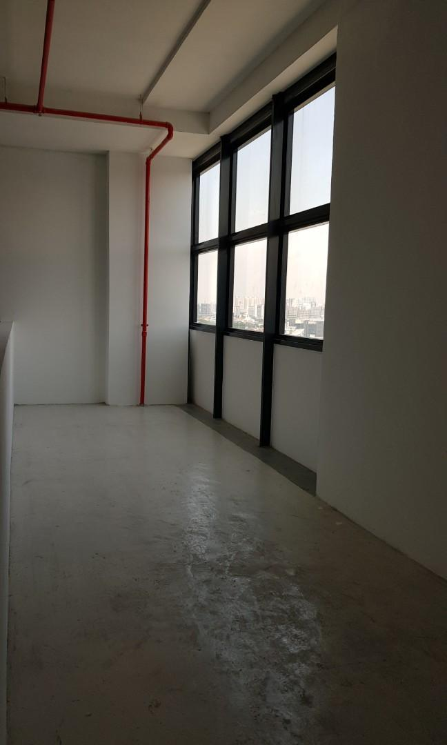Oxley Bizhub unit for rent! High ceiling, mezzanine floor! Bare, good for renovation
