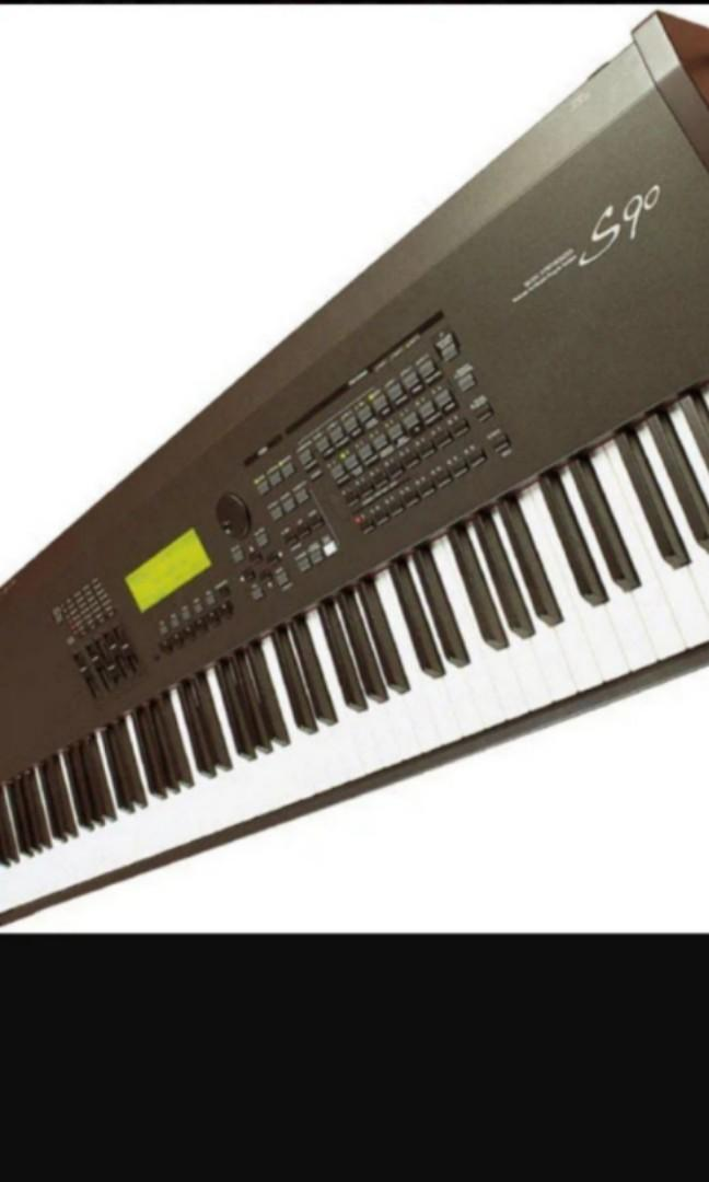Yamaha S90 Synthesizer, Music & Media, Music Instruments on