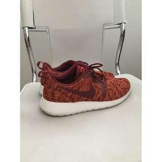 NIKE - Roshe Run Sneakers (US 8.5)