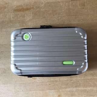 全新銀色行李箱型收納盒