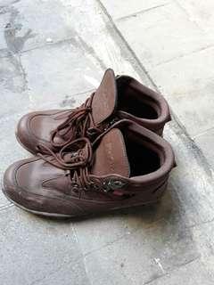 Sepatu merk kicker