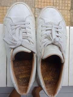 Sepatu pull and bear original