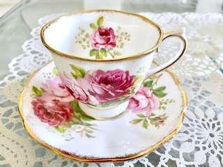 Royal Albert bone China teacup and saucer - American Beauty