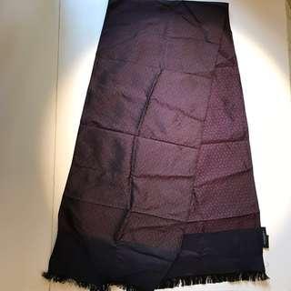 Burberry 100% silk scarf 絲頸巾
