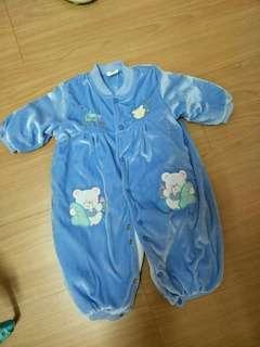 🚚 厚棉連身衣兔裝70碼