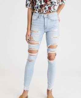 AMERICAN EAGLE HIGH RISE RIPPED JEANS