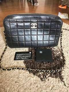 Authentic vintage Chanel chain bag