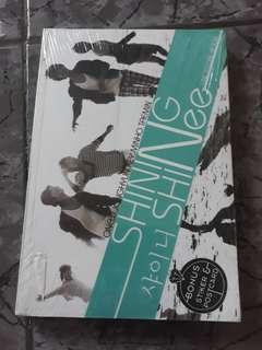 SHINING SHINee Unofficial Book