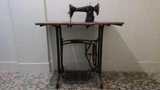 古董 衣車連衣車架 (互助運送過程減200元)