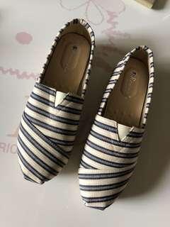 全新 條紋 休閒鞋 懶人鞋 👟