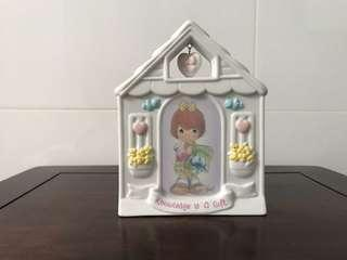 Precious Moments Figurine - Knowledge is a gift