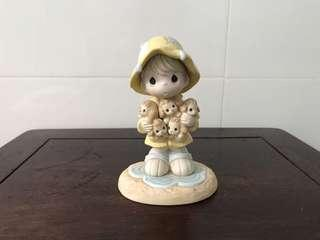 Precious Moments Figurine - I'll be your shelter in the storm