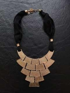 Fabric gold necklace