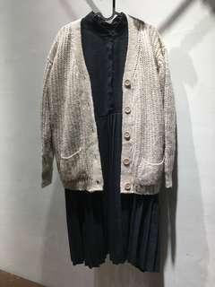 🚚 【搭配整套賣】全新黑色百摺洋裝+杏色毛衣外套 整套一起賣