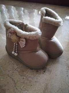 Snow boots for toddler size 23