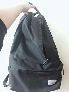 🚚 黑色後背包 書包