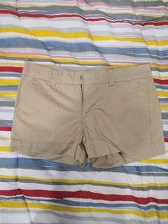 UNIQLO beige shorts