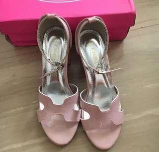 🚚 全新粉色粗跟鞋