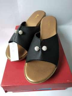 Sepatu wedges sepatu tinggi heels hitam