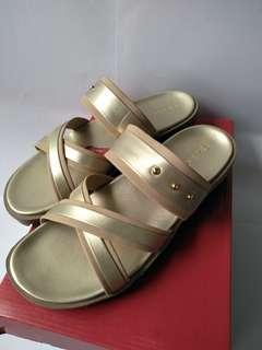 Sepatu sandal gold