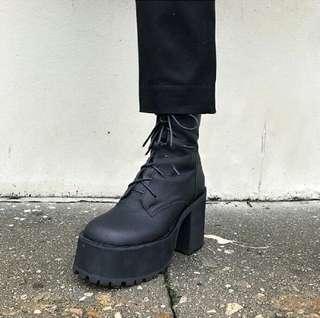 🚚 美國官網Unif 厚底粗跟高跟綁帶個性方頭短靴