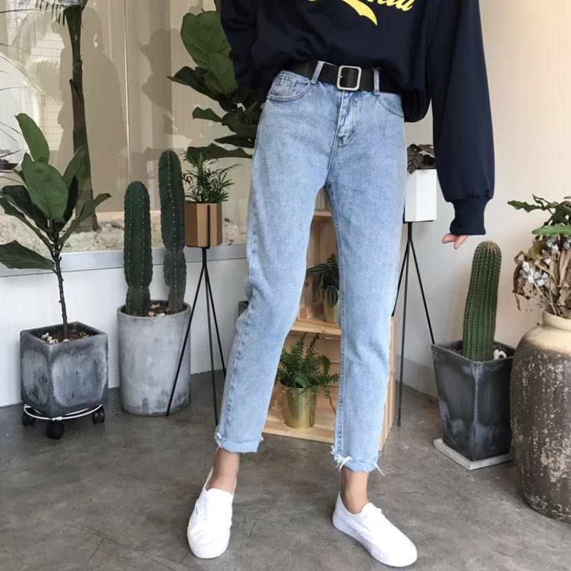 po  denim mom jeans, Women s Fashion, Clothes, Pants, Jeans   Shorts on  Carousell cd8c0ae77216