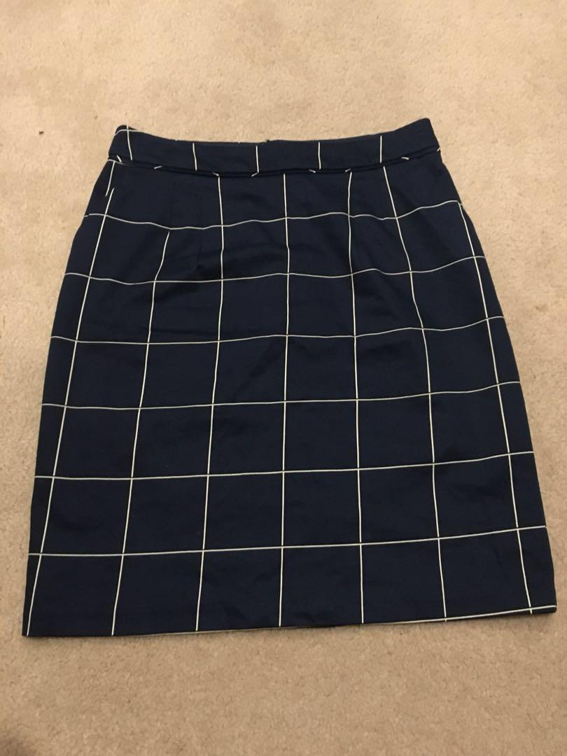 Skirt size 8 navy blue and white checked work office