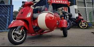 Rare find! Auto Vespa GTS 300 / Gts300 with sidecar  with new 10yrs Coe 4sale!