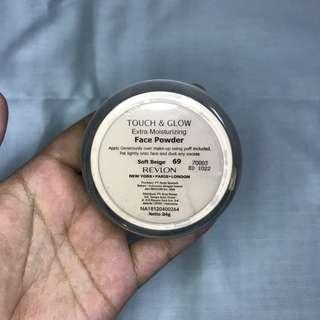 Revlon Touch and Glow Extra Moisturizing Face Powder Softbeige 69