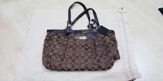 🚚 Coach Bag