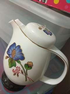 罕見釣魚台陶瓷特色中國茶壺.水壼