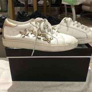 🚚 Zalora white sneakers