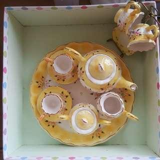 Tea set display collectors