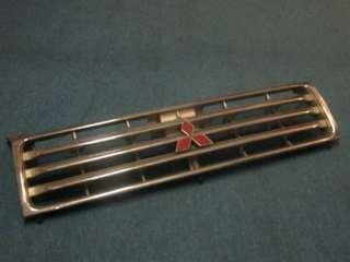 Grill Mitsubishi Pajero