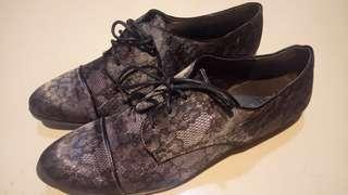 國外旅遊買的鞋子 us8