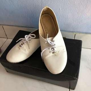 Vnc white shoes