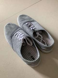 Ladies shoe size 39