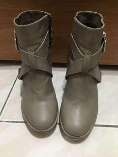 🚚 H&M 高跟短靴~36