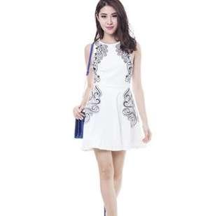 🚚 BNWOT MDS Embroidery White Dress