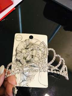 🚚 Lovisa sparkling head crown