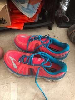 Brooks running shoes. Female sz 8
