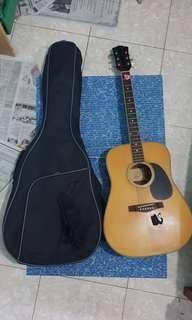 Guitar with bag,strap,pick,tuner