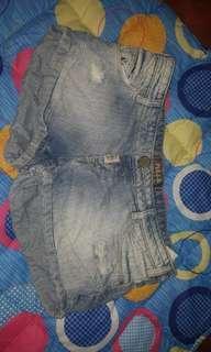Pull & Bear Jean tattered shorts