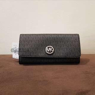 MICHAEL KORS MK Signature Fulton Flap Continental in Black