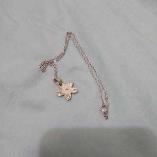 Stainless steel non tarnish flower necklace