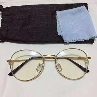 Fashionable Eyeglasses with Replaceable Lens