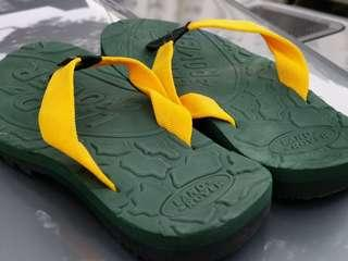 Land Rover unisex slippers size 42 brand new green